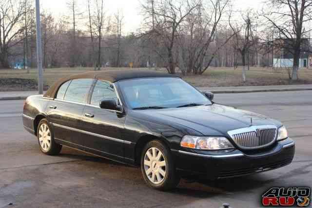 Lincoln Town Car, 2004