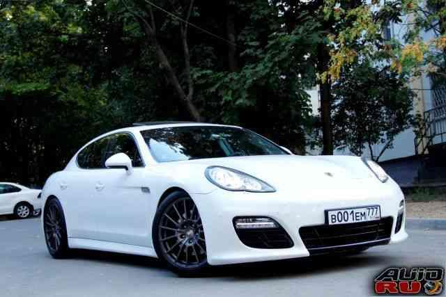 Porsche Panamera 4, 2011